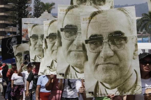 04-Conmemoran-33-años-de-la-muerte-de-monseñor-Romero-en-El-Salvador-1
