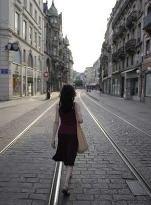 mujer_caminando_ciudad